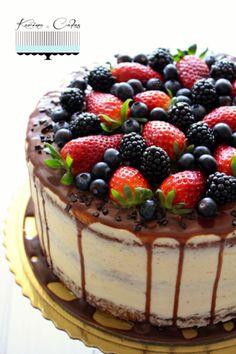 Svieža ovocná torta s mascarpone Delicious Cake Recipes, Yummy Cakes, Dark Fruit Cake Recipe, Cake Decorated With Fruit, Cocktail Cake, Holiday Cakes, How Sweet Eats, Pretty Cakes, Just Desserts