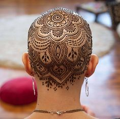 Gallery Follows the Text There is something very special about the henna crowns that you are going to see in the gallery below. No, it's not the artistry involved in creating them, although the art...