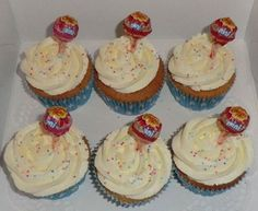 Kindercupcakes met lolly Children cupcakes with lollipops