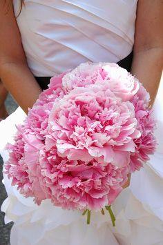 Kelly Elizabeth Style: Summer Wedding in NYC - pink peonies bouquet
