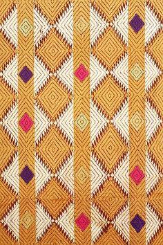 Indian and Himalayan Art (primitive and classical) Art indien et himalayen (primitif et classique) Phulkari Embroidery, Hand Embroidery, Embroidery Designs, Textile Design, Textile Art, Kutch Work, Indian Textiles, Funky Art, Gold Work