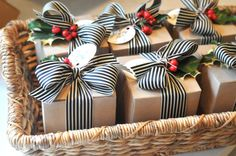 christmas cookie packaging 20 Tips for Packaging Christmas Cookies: Boxes with Ribbon Noel Christmas, Merry Little Christmas, Christmas Baking, White Christmas, Christmas Crafts, Christmas Decorations, Christmas Tablescapes, Homemade Christmas, Beautiful Christmas