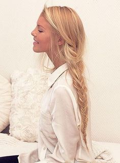 Finest quality clip in hair extensions By Cliphair. Remy human hair years of experience, Buy with confidence! Tape hair, micro ring, pre-bonded, hair wefts in largest colour range and lengths. Beautiful Haircuts, Pretty Hairstyles, Braided Hairstyles, Beauté Blonde, Golden Blonde, Messy Braids, Braid Hair, Messy Fishtail, Plait Braid