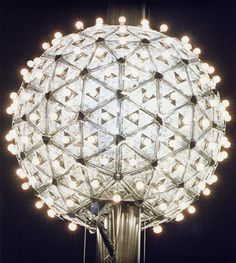 Watch the New York ball drop, NYC. This is a bucket list item Empire State, New Year's Eve Times Square, Johann Wolfgang Von Goethe, Auld Lang Syne, Go To New York, I Love Ny, Waterford Crystal, New Year Celebration, Nouvel An