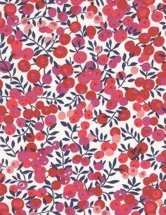 Liberty Wiltshire rouge fond blanc S cm Motif Liberty, Liberty Print, Liberty Of London Fabric, Liberty Fabric, Textures Patterns, Fabric Patterns, Flower Patterns, Textile Prints, Floral Prints