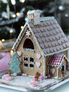 Christmas Gingerbread House, Christmas Sweets, Gingerbread Man, Gingerbread Cookies, Christmas Decorations, Christmas Ideas, Cookie House, Pastel Decor, Xmas Party