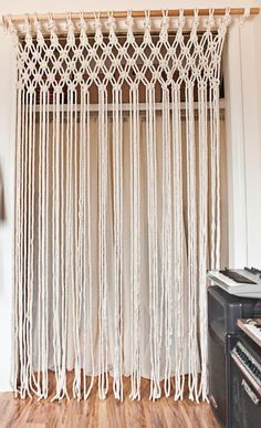 macrame curtains and room dividers Porta Diy, Hippy Room, Macrame Curtain, Yarn Wall Hanging, Macrame Design, Macrame Projects, Macrame Tutorial, Diy Crafts, Curtains