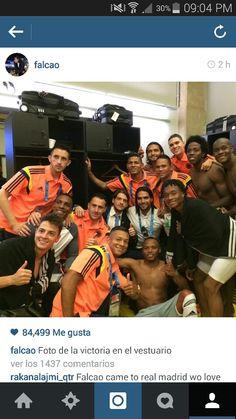 Foto de @Luiz Falcao en el camerino despues de el buen partido de la Selección @FCFSeleccionCol hoy en Brasil contra Grecia #Col vs #Gre