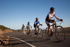 Topsport in de Algarve   door Harrie Nijen Twilhaar, De Telegraaf 4 Apr. 2012   Nederlandse wielerfanaten hebben Oost-Algarve ontdekt. Spannend en robuust zijn de routes voor racefietsers die hun grenzen willen verleggen. De serene stilte in het heuvelachtige landschap in de meest oostelijke regio van Portugal is idyllisch en uitdagend tegelijkertijd.