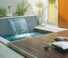 Beautiful little pool. Most people want to have a swimming pool near their home with a modern, large and luxurious design. So they forget that there are charming small pool designs like these small pool designs. Small Swimming Pools, Small Pools, Swimming Pool Designs, Small Backyard Design, Small Backyard Pools, Backyard Designs, Small Backyards, Backyard House, Pool Spa