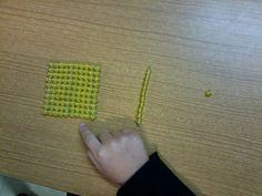En classe avec Montessori: Le système décimal avec les perles dorées