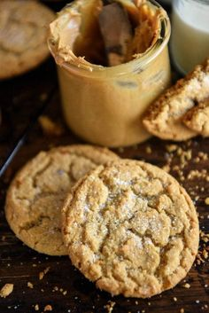 The Best Chewy Peanut Butter Cookies with super soft centers in just 30 minutes! If you're looking for the BEST Chewy Peanut Butter Cookies, with super soft chewy centers and tons of peanut butter flavor, this easy recipe is the one for you! Homemade Peanut Butter Cookies, Peanut Butter Dessert Recipes, Classic Peanut Butter Cookies, Peanut Butter Cookie Recipe, Easy Cookie Recipes, Peanut Recipes, Tea Cakes, Cupcakes, Key Lime