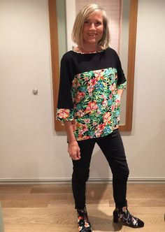 I think everyone knows that BurdaStyle patterns is my favorite patterns! This is a top fr. Fabric Flowers, Passion, Patterns, My Favorite Things, Sewing, Sleeves, Tops, Women, Block Prints