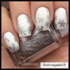 nail art - Essie: silver snowflakes on white Xmas Nails, Holiday Nails, Christmas Nails, Fancy Nails, Pretty Nails, Snowflake Nail Art, Beautiful Nail Designs, Nagel Gel, Creative Nails