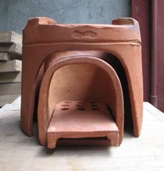 eco-KALAN - basically a clay rocket stove. 3 basic build parts: the outer shell that includes the holders for the cooking pots; the inner combustion chamber (elbow); and fuel shelf that allows air flow under it and holes at the combustion point. Cooking Stove, Stove Oven, Cooking Kale, Cooking Light, Outdoor Kocher, Tyni House, Rocket Mass Heater, Portable Stove, Clay Oven