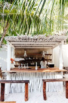 Tulum tiki bar 8 design lessons to steal from tulum mexico Pool Bar, Decoration Surf, Outdoor Spaces, Outdoor Living, Interior And Exterior, Interior Design, Beach Cafe, Tiki Hut, Tulum Mexico
