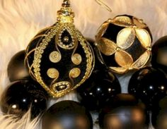 Outstanding 35+ Awesome Black Christmas Decorations Ideas https://decoor.net/35-awesome-black-christmas-decorations-ideas-8577/