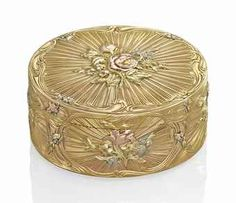 A LOUIS XV FOUR-COLOUR GOLD SNUFF-BOX BY NICOLAS DELIONS, PARIS, 1757/1758. Oval, boldly chased in four-colour gold, each centred with floral sprays on a sunburst ground within scrolling outer borders.