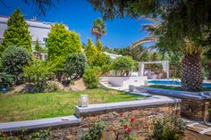Monta Villa is only 130 meters away from Agios Prokopios Beach in Naxos. The villa can accomodate up to 11 guests: 4 bedrooms, 3 bathrooms, BBQ, swimming pool, private parking. Guest Room, Montana, Swimming Pools, Island Villa, City, Beach, Outdoor Decor, Travel, Hotels