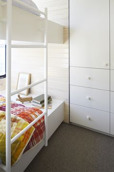 A children's bedroom on a dream boathouse on lake Eildon. Design: Pipkorn & Kilpatrick. Photos: Christina Francis.
