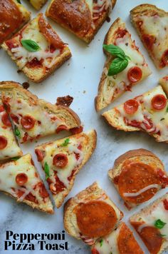 Easy To Make Snacks, Pepperoni Recipes, Toast Pizza, Snack Recipes, Yummy Recipes, Skillet Recipes, Pizza Recipes, Appetizer Recipes, Dinner Recipes