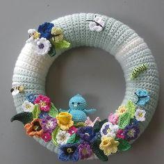 0 vind-ik-leuks, 1 reacties - Fleur van Tuyl (@bleumke75) op Instagram: 'Eindelijk mijn voorjaars/zomerkrans klaar #haken#crochetaddict' Crochet Wreath, Crochet Flowers, Crochet Slippers, Knit Crochet, Crotchet Patterns, Diy Easter Decorations, Silk Ribbon Embroidery, Easter Wreaths, Crochet Animals