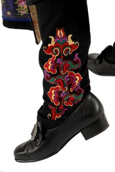 Embroidered Socks from Norway. BEAUTIFUL designs on their webpage. East Telemark, Norway, socks and shoes for Raudtroje and Beltestakk Norwegian Clothing, Folk Fashion, Folk Costume, My Heritage, Traditional Dresses, Folklore, Rubber Rain Boots, Socks, My Style