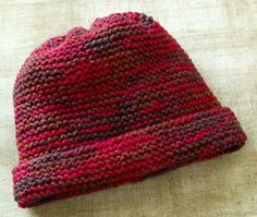 The extremely easy knit hat pattern in our repertoire that we don't have to think about or concentrate on. This is one of those great easy knitting patterns. Once you have cast on, you'll relax and just settle into the rhythm and Easy Knitting Patterns, Loom Knitting, Knitting Stitches, Free Knitting, Knitting Projects, Baby Knitting, Crochet Projects, Crochet Patterns, Knitting Needles