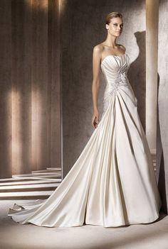 Attractive A-line Strapless Pick-up Wedding Dresses
