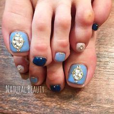 #春 #夏 #フット #ビジュー #ショート #水色 #ブルー #ネイビー #naturalbeauty #ネイルブック