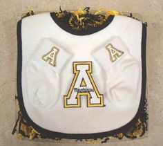 Future Tailgater Iowa Hawkeyes Baby Bib Socks Set