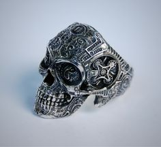 My precious... The best skull ring ever.