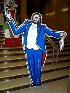 Luciano Pavarotti, handmade scenery