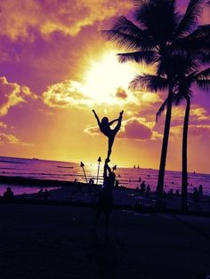 Everything about this picture is beautiful; the flyer, the sky, the palm trees<3
