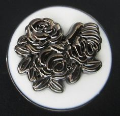 This listing is for a pretty set of 20 large white enameled carved rose style metal shanks sewing buttons. There is a small loop on the center of its back.  Measurement: 1 (~25mm) across Material: metal Quantity: 20 pieces  Custom order - Please contact us for bulk order, we will send you a quotation asap.  Feedback - Your feedback is very important to us. If there is any issue arise upon receipt of the item(s), please contact us to come up with a solution together before you leave any…