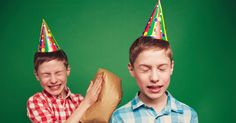 Sin duda alguna, la crianza de los hijos no es fácil, cuando se trata de gemelos (o trillizos, cuatrillizos, etc.) el desafío es mayor. http://www.psicologiaenaccion.com/peleas-hermanos-gemelos-lidiar/