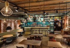 L'industrialisation permet de donner un souffle de renouveau et c'est d'ailleurs pour cela que ces dernières années, il est fréquent de trouver certains matériaux utilisés dans l'industrie dans des lieux tels que des restaurants, des hôtels ... Dans ce restaurant, l'industr