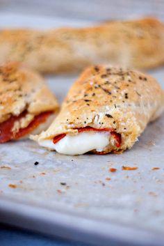 Easy Pizza Sticks   heatherlikesfood.com