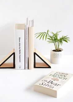 9 wood triangle book ends