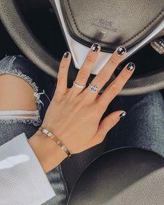 nail inspo, fall nails, black and white nails, white stars nails, purity ring - Carpets Mag Black Nails, Pink Nails, Shellac Nails, Cute Acrylic Nails, Cute Nails, Black And White Nail Designs, Star Nail Designs, Winter Nails, Fall Nails