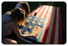 DIY American Flag Beer Pong Table  guys i had to...it was too good not to pin.  project over the summer?