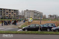 """""""Betreft medische noodsituatie binnenshuis. Traumaheli is geland vlakbij de Zoetermeerse Rijweg en trekt veel bekijks."""""""