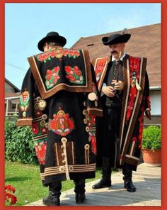 Traditional male folk costume: 'Szür', from Mezőkövesd, Hungary Folk Clothing, Historical Clothing, Traditional Fashion, Traditional Dresses, Costumes Around The World, Hungarian Embroidery, Diy Embroidery, Art Populaire, Ethnic Dress