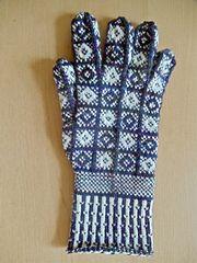 Ravelry: Sanquhar Gloves in the Drum Pattern pattern by Nancy Bush