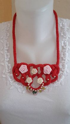 ElinorHandmade / Červený s ružičkami Ale, Crochet Necklace, Jewelry, Fashion, Jewlery, Moda, Crochet Collar, Jewels, La Mode