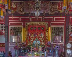 2012 Photograph, San Jao Sam San Principal Altar, Tambon Talat Nuea, Mueang Phuket, Phuket, Thailand, © 2014. ภาพถ่าย ๒๕๕๕ ศาลเจ้าซำส้าน แท่นบูชาที่สำคัญ ตำบลตลาดเหนือ อำเภอเมืองภูเก็ต ถูเก็ต ประเทศไทย