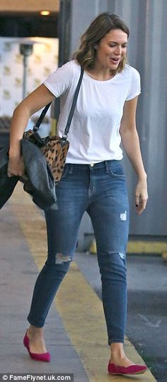 mandy moore, love this casual style with tee and pop of colour from the shoe