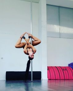 "Intermediate combo of the day  #pdyogapose  #poledance #poledancer #polefit #polefitness…"""
