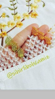 This Pin was discovered by rey Needle Lace, Needle And Thread, Dresses Kids Girl, Thread Work, Bargello, Knitted Shawls, Knitting Socks, Hand Embroidery, Tatting