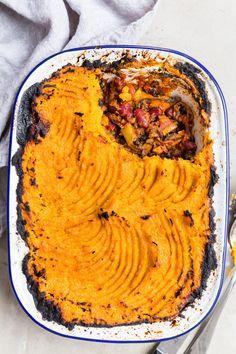 (Vegan) Sweet Potato and Black Bean Shepherd's Pie - DeliciouslyElla Pie Recipes, Veggie Recipes, Vegetarian Recipes, Cooking Recipes, 5 A Day Recipes, Salmon Recipes, Healthy Recipes, Sweet Potato Shepards Pie, Potato Pie